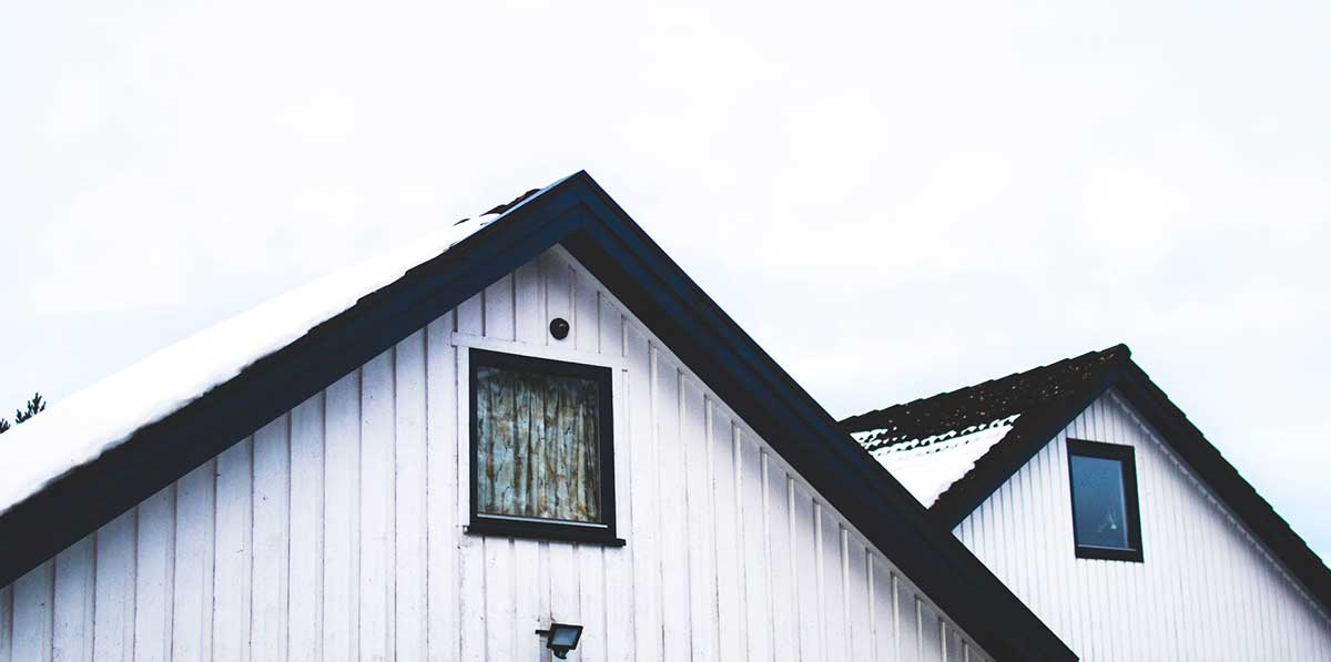 How to Clean White Roofing