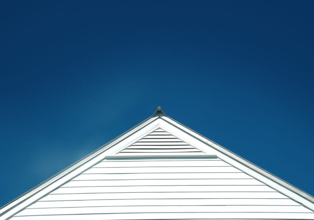 What is the difference between white and black roofs